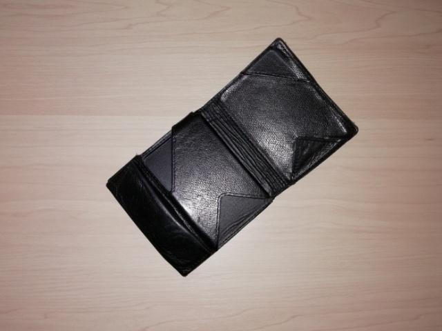 薄い財布の中身