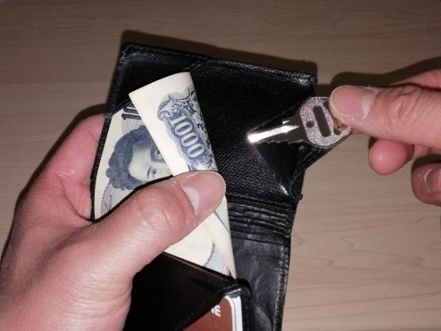薄い財布の鍵入れ
